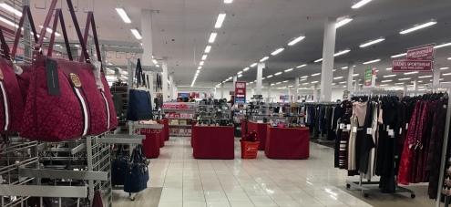 90226e91a3c83 A Burlington é uma loja de departamentos Outlet de marcas famosas como  Guess, Tommy, Calvin Klein, Nike e outras. Tem roupas e calçados femininos,  ...